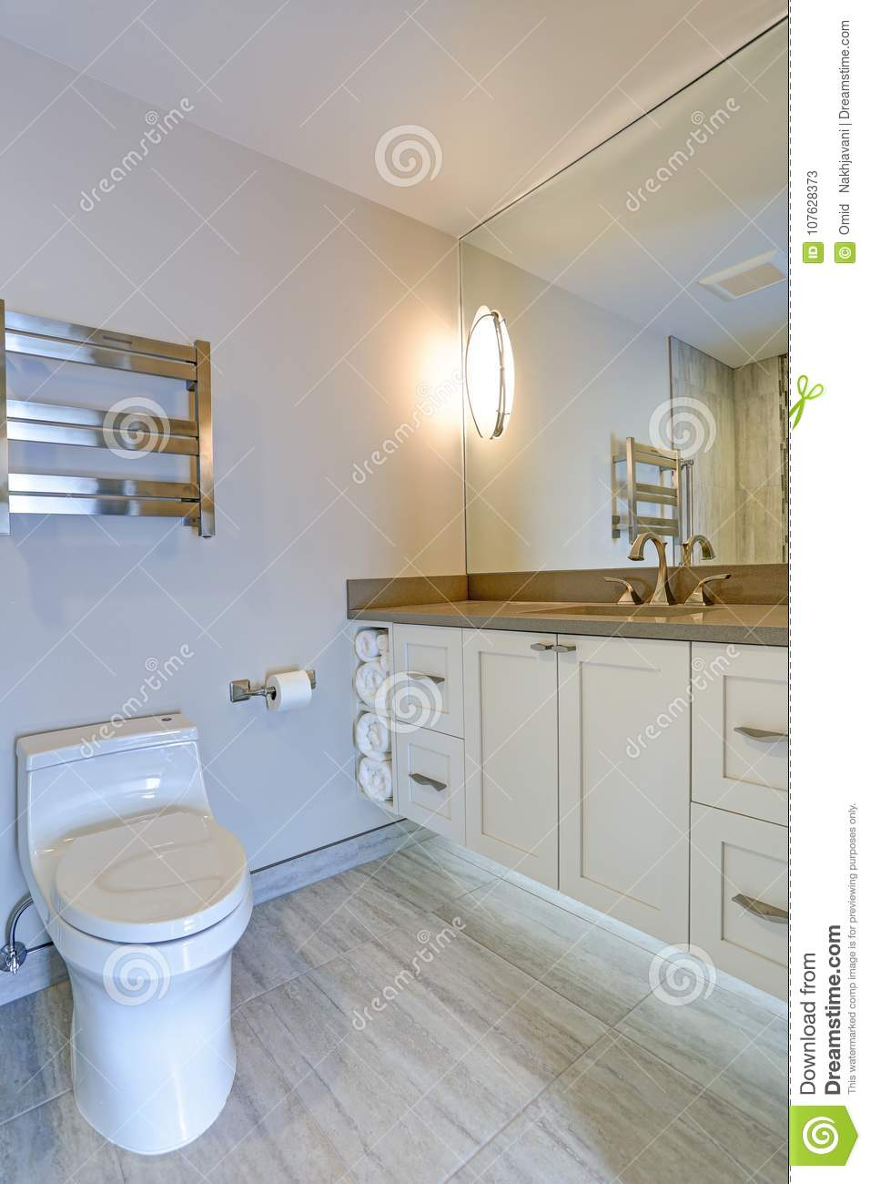 Taupe Quartz Countertop Contemporary Bathroom Design Stock Image Image Of Bathroom