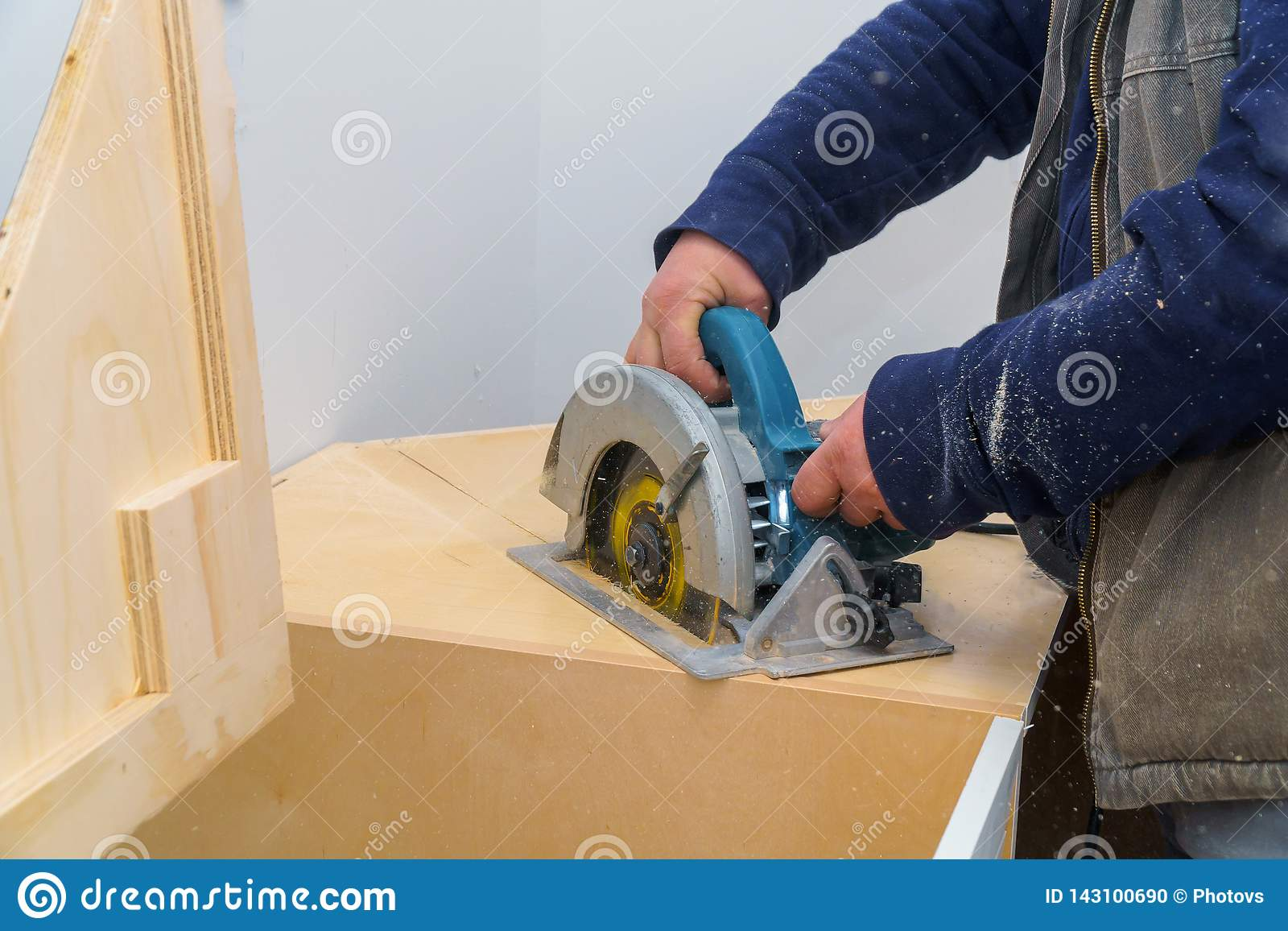 Contractor Cuts The Countertop For Sink Furniture On The Kitchen Using Electric Saw Stock Photo Image Of Electric Craftsman 143100690