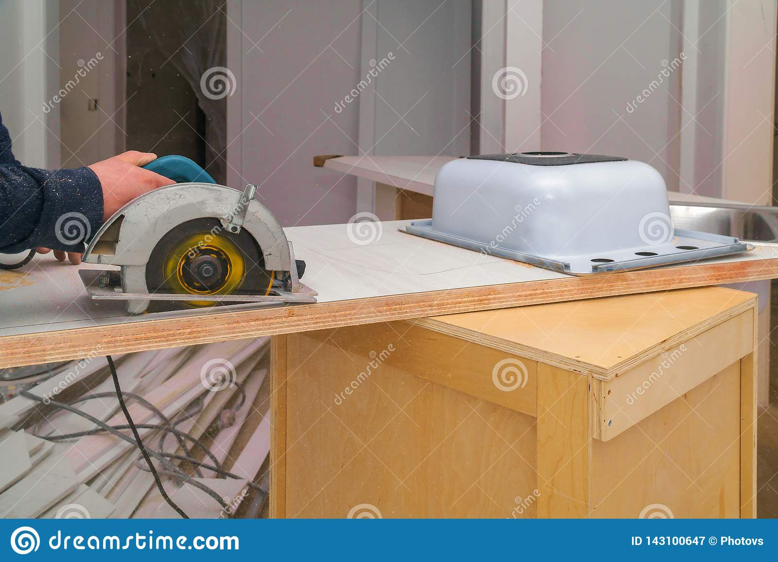 Carpenter Installing A Remodeling Cut Hole In A Laminate Counter Top Stock Image Image Of Manual Labor 143100647