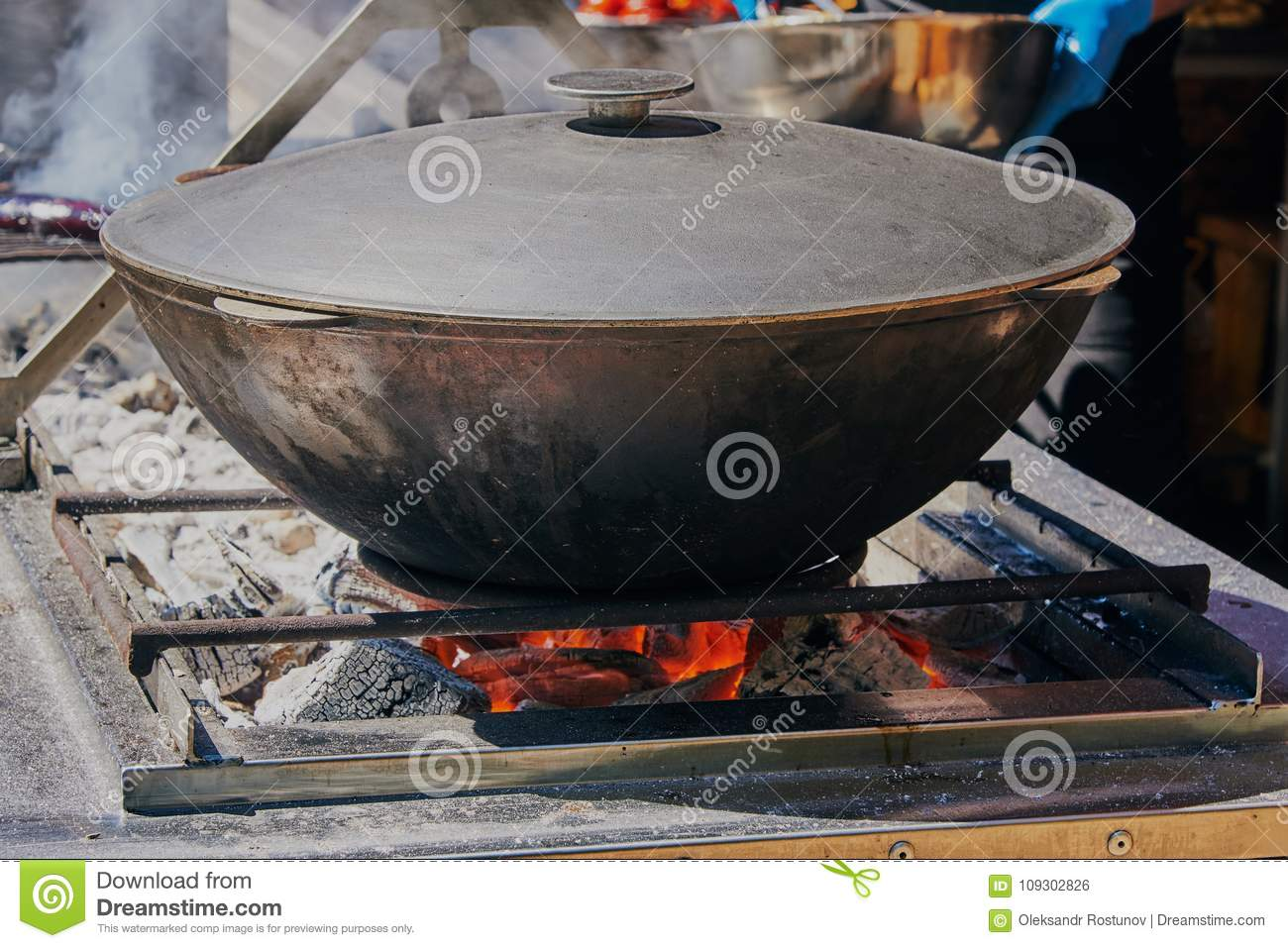 Olievat Bbq Cooking Food In The Vat Stock Photo Image Of Cooking 109302826