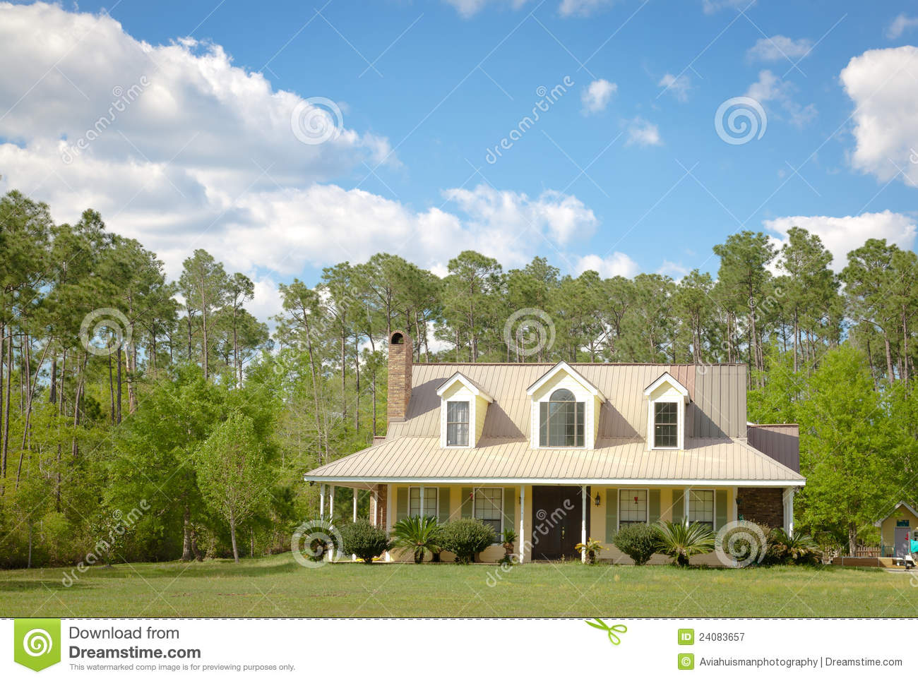Home En Garden Country Cottage Home And Garden Stock Image Image Of