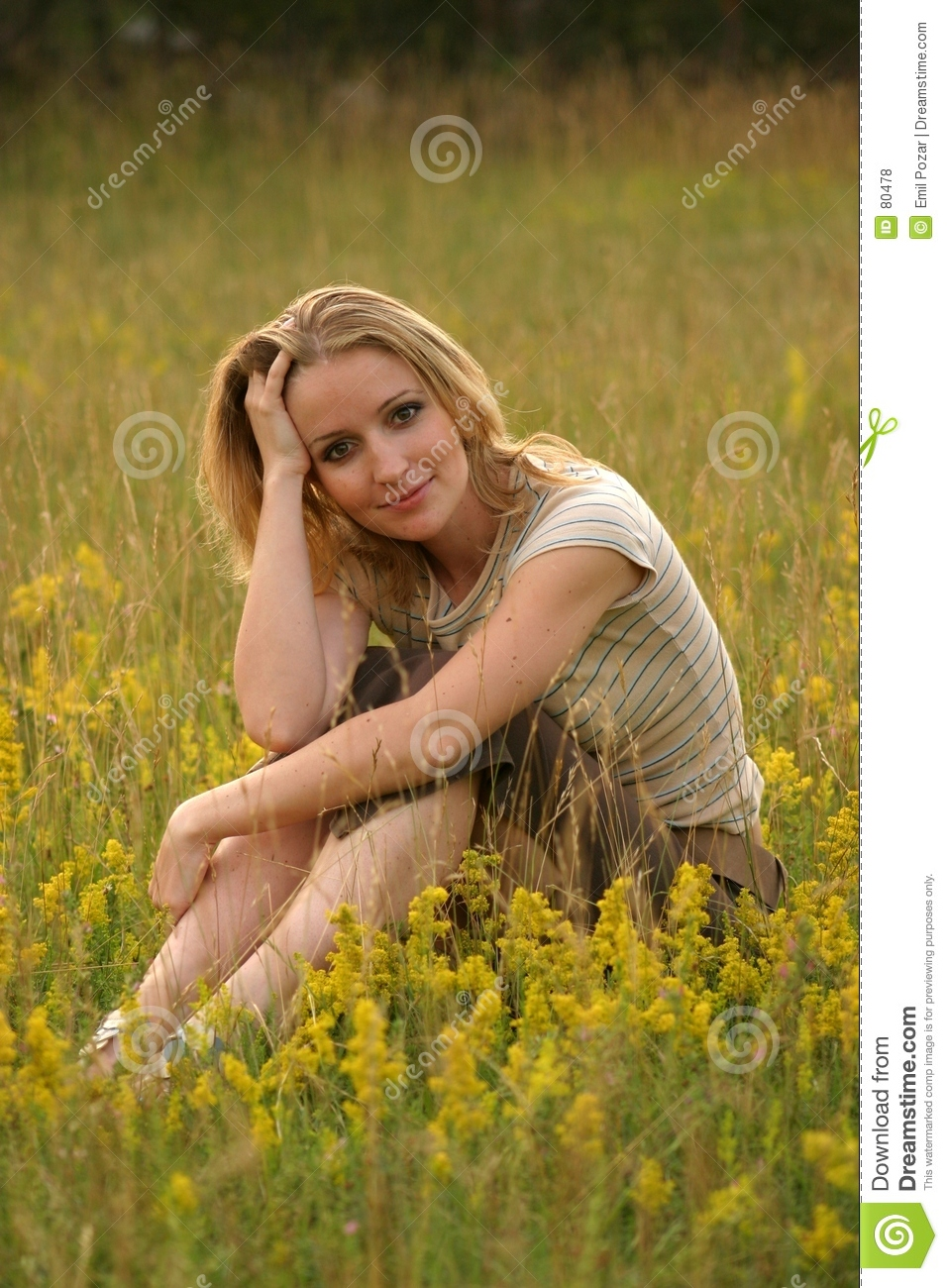 Little Cute Girl Wallpaper Country Girl Sitting In The Grass Royalty Free Stock