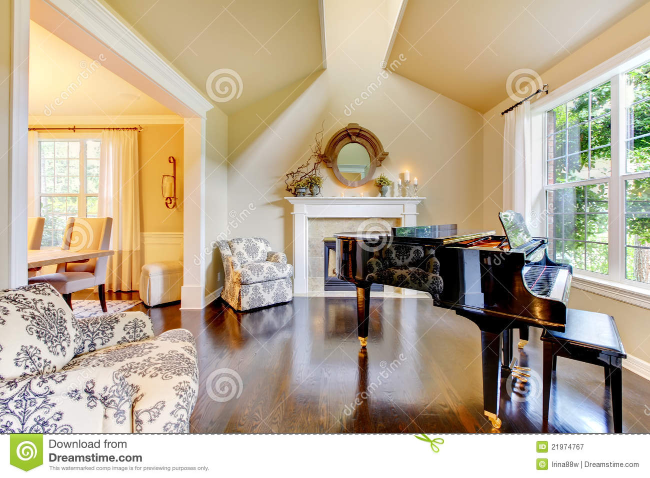 Lichtsysteme Wohnzimmer Cream Yellow Living Room With Piano And Fireplace Stock