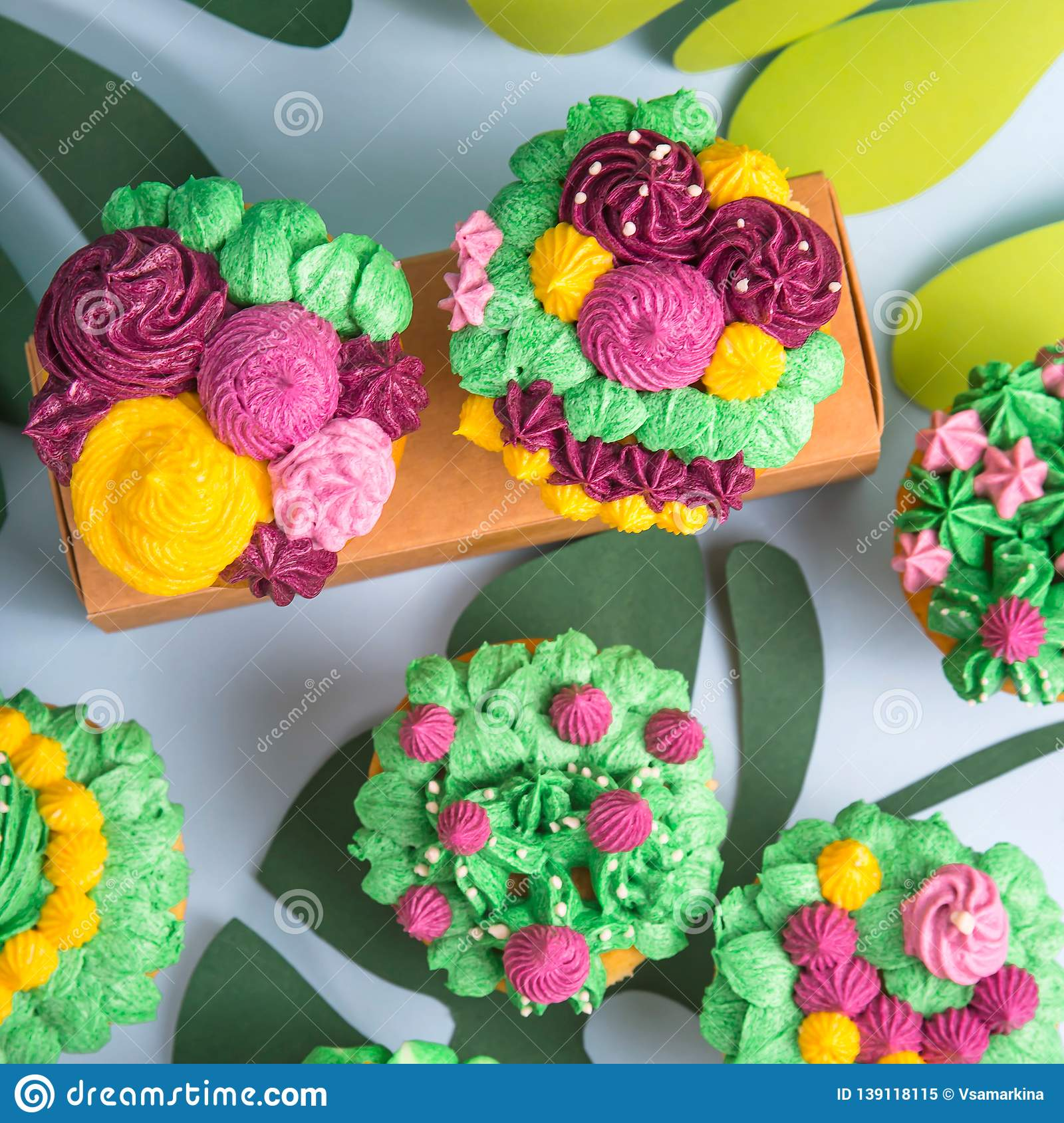 Décoration De Cupcake Creative Dessert Muffin With Colorful Cream Decoration Stock Image