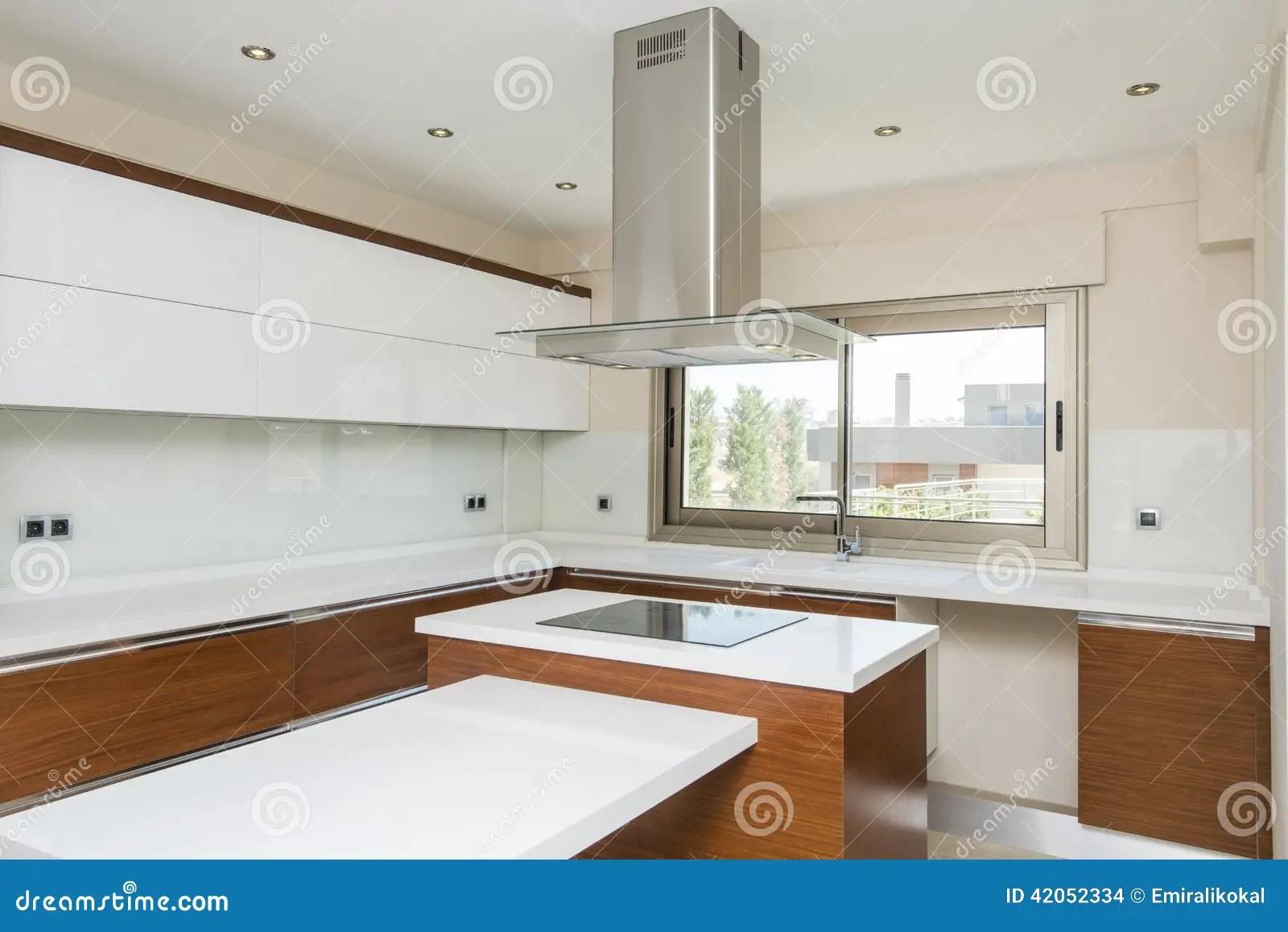 Cucina Quadrata | Cucina Quadrata Con Finestra Cucine Moderne Ad Angolo