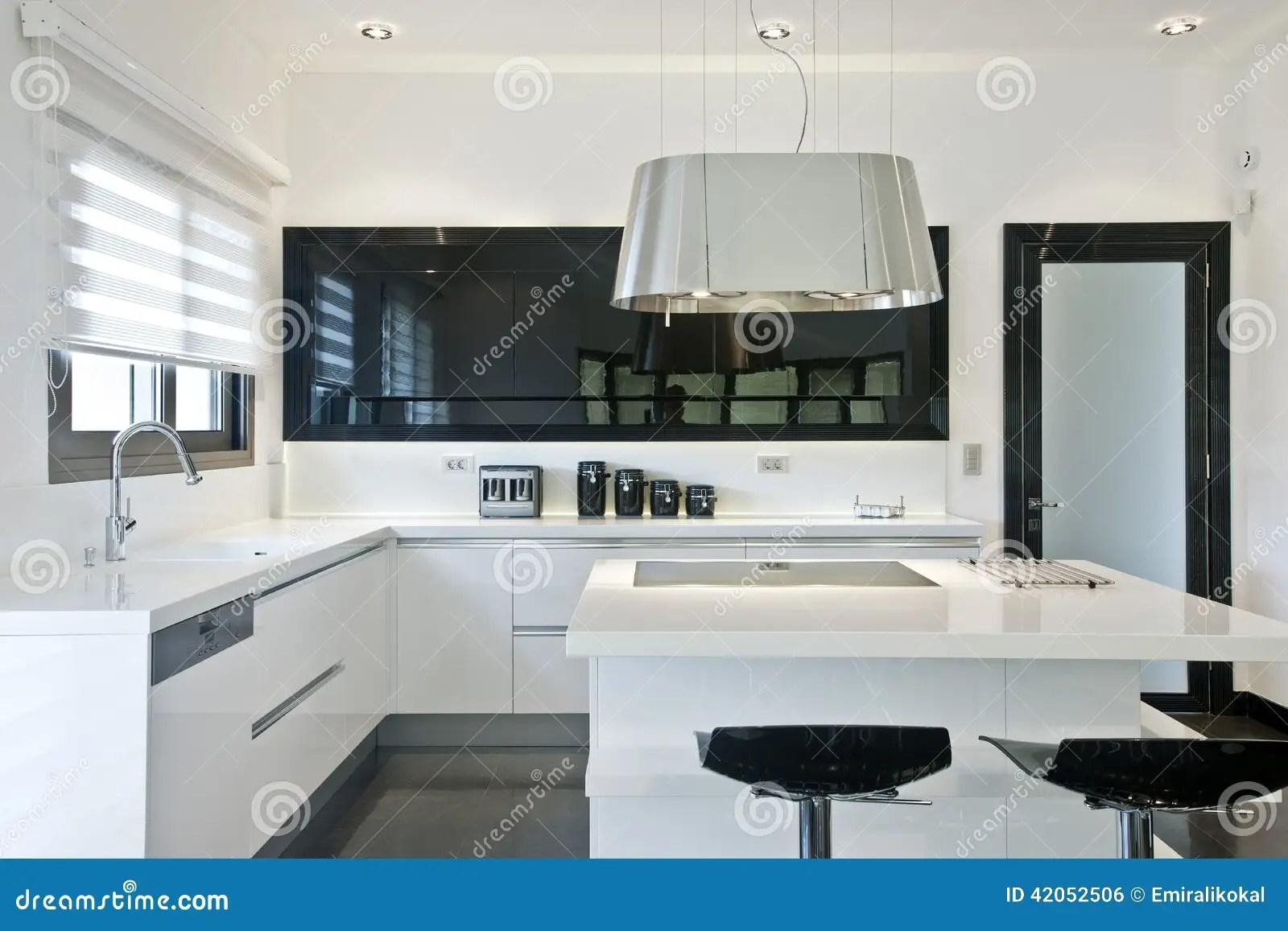 Cucina Quadrata   Cucina Quadrata Con Finestra Cucine Moderne Ad Angolo