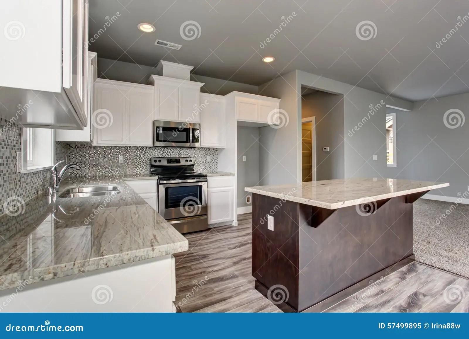 Piastrelle cucina grigie piastrelle pavimento a scacchiera nella