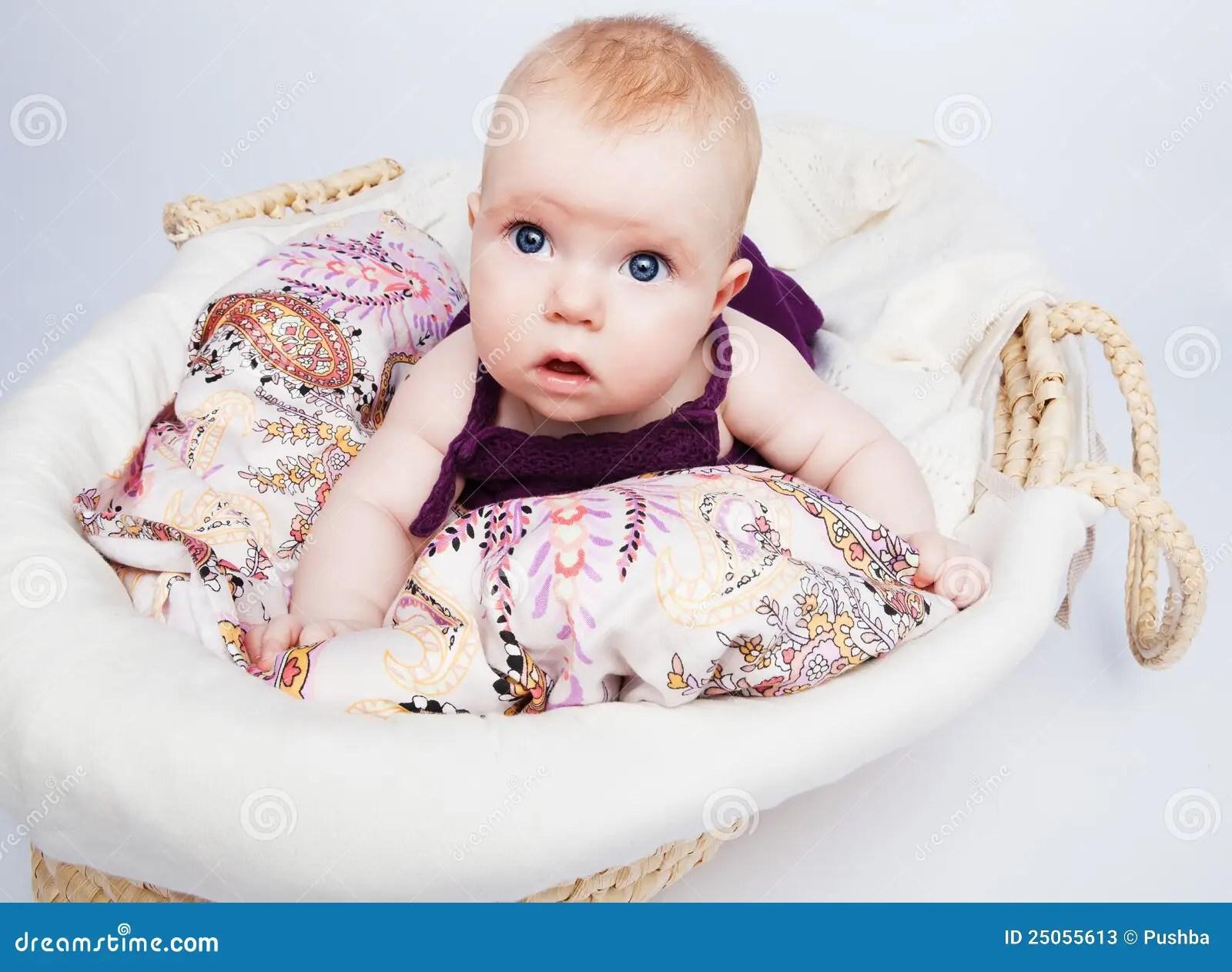 Boy Proposing Girl Hd Wallpaper Cute Little Baby Girl Hot Girls Wallpaper