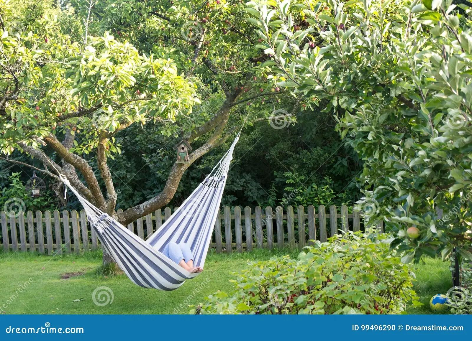 h ngematte f r garten h ngematten f r terrasse und garten vermitteln ein sommerliches flair ff. Black Bedroom Furniture Sets. Home Design Ideas