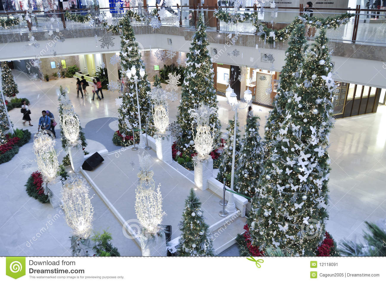 Hauseingang Dekorieren Decoration Of Christmas In The Garden Mall Editorial Photo