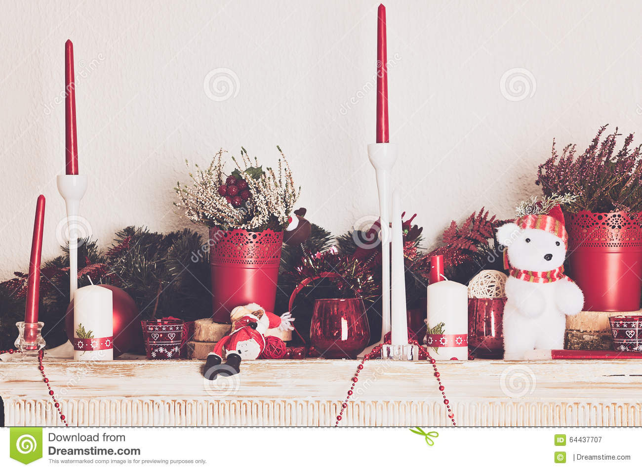 Decorare Caminetto A Natale Decorazioni Di Natale Con Le Candele Sul Caminetto Immagine Stock