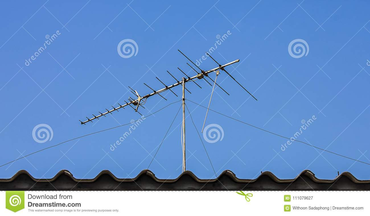 Digitale Tv Antenne Digitale Tv Antenne Op Het Dak Stock Afbeelding Afbeelding