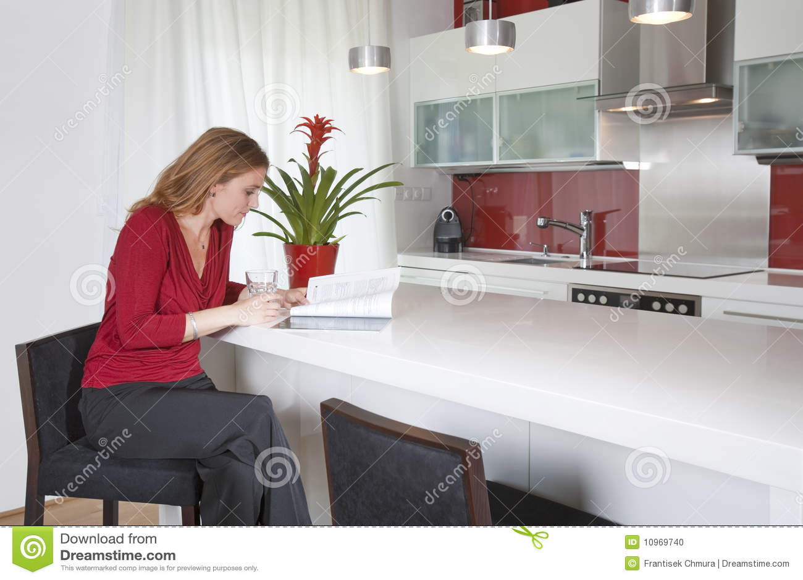 Cucina Donna Moderna | Idee In Cucina Facili