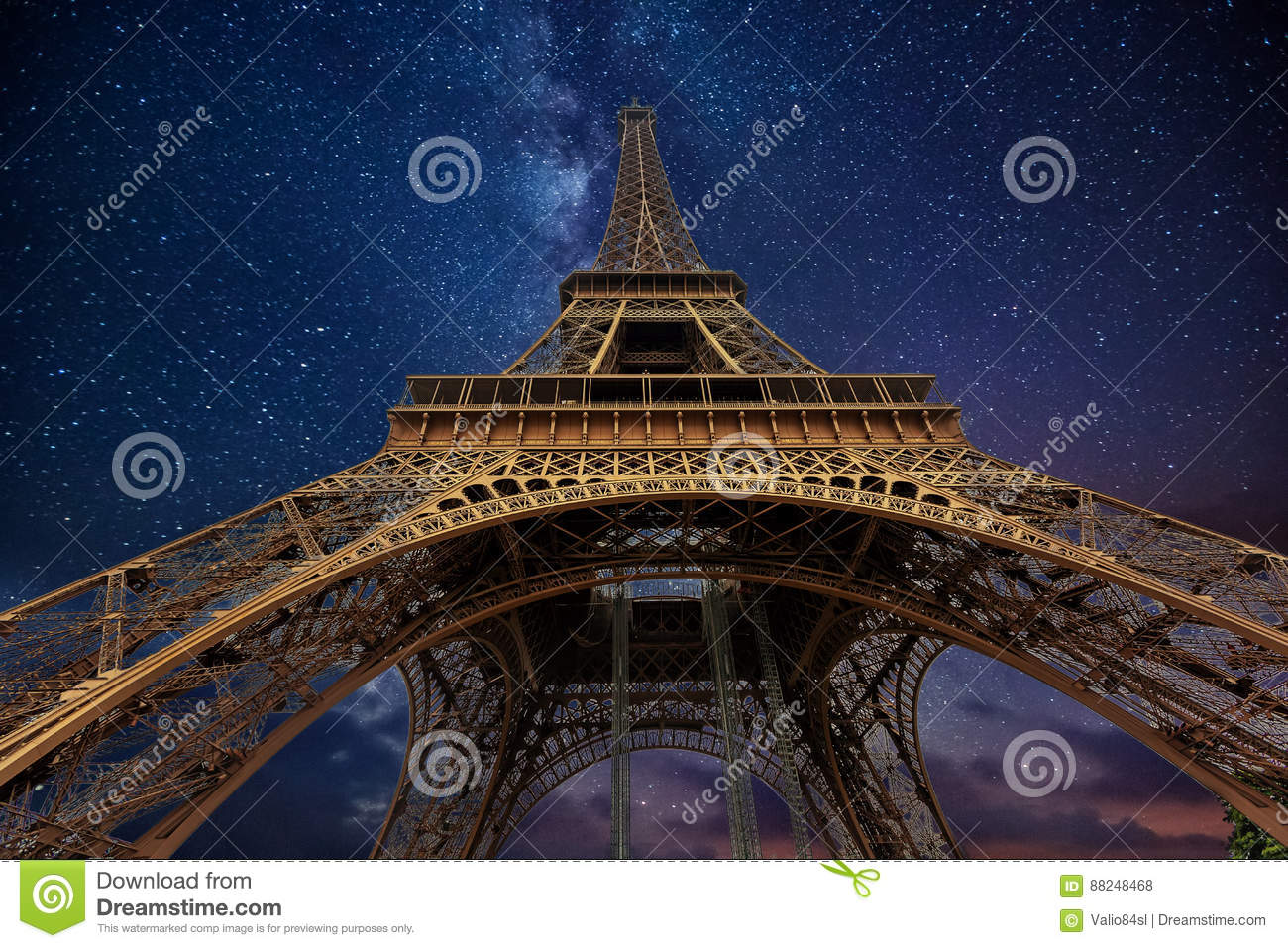 Photo Stock Paris The Eiffel Tower At Night In Paris France Editorial Stock Photo