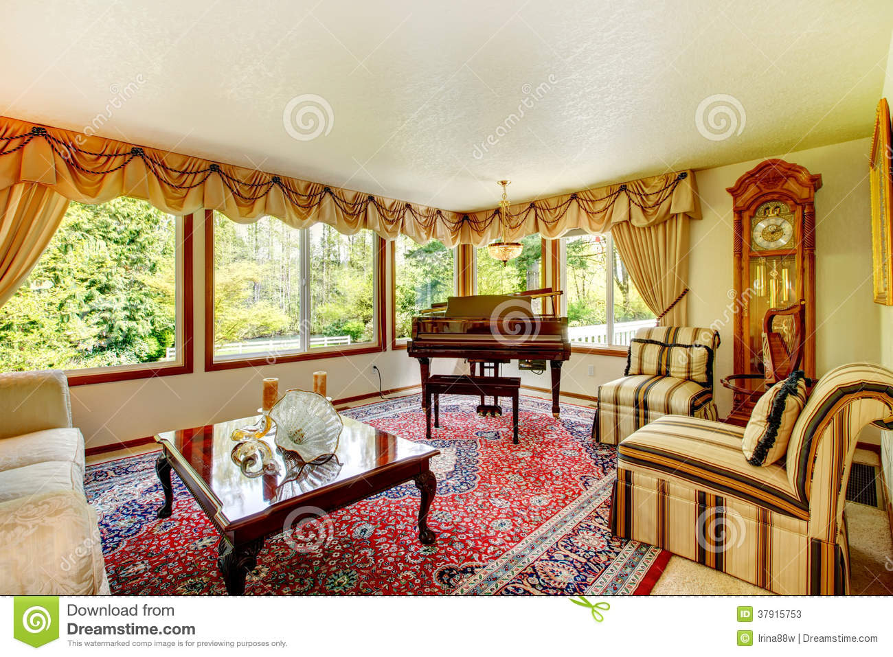 Elegant Old Fashioned Living Room Stock Photos