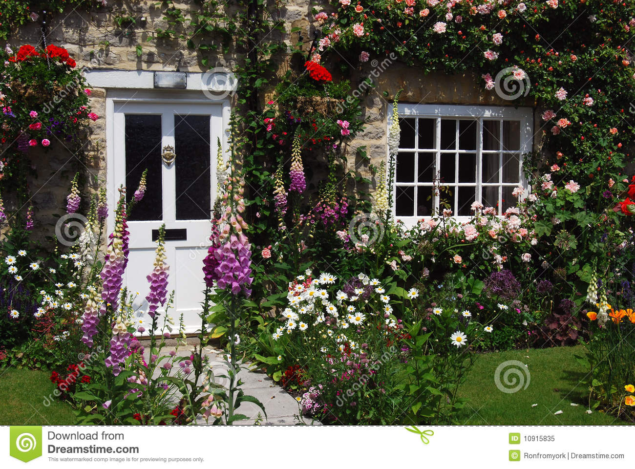 Salon De Jardin Anglais English Cottage Garden Stock Image Image Of Flowers
