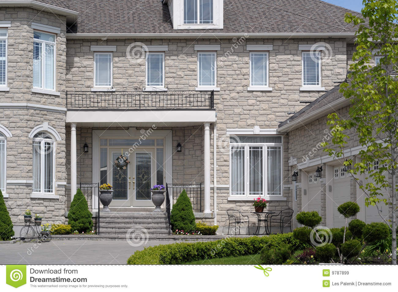 Luxury Home Entrance Entrance To A Luxury House Royalty Free Stock Images