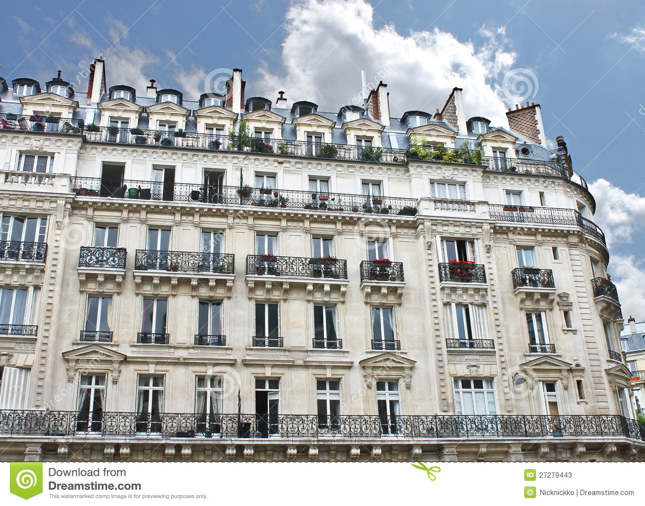 Structure Batiment Haussmannien Facade Of A Traditional Building In Paris Stock Photos