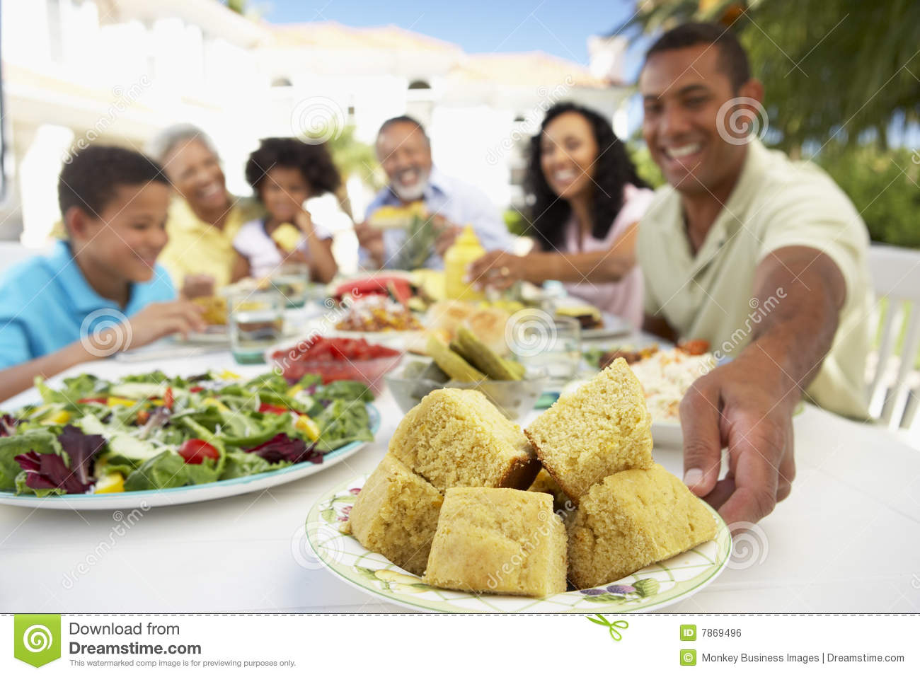 Al Fresco Family Eating An Al Fresco Meal Stock Photography