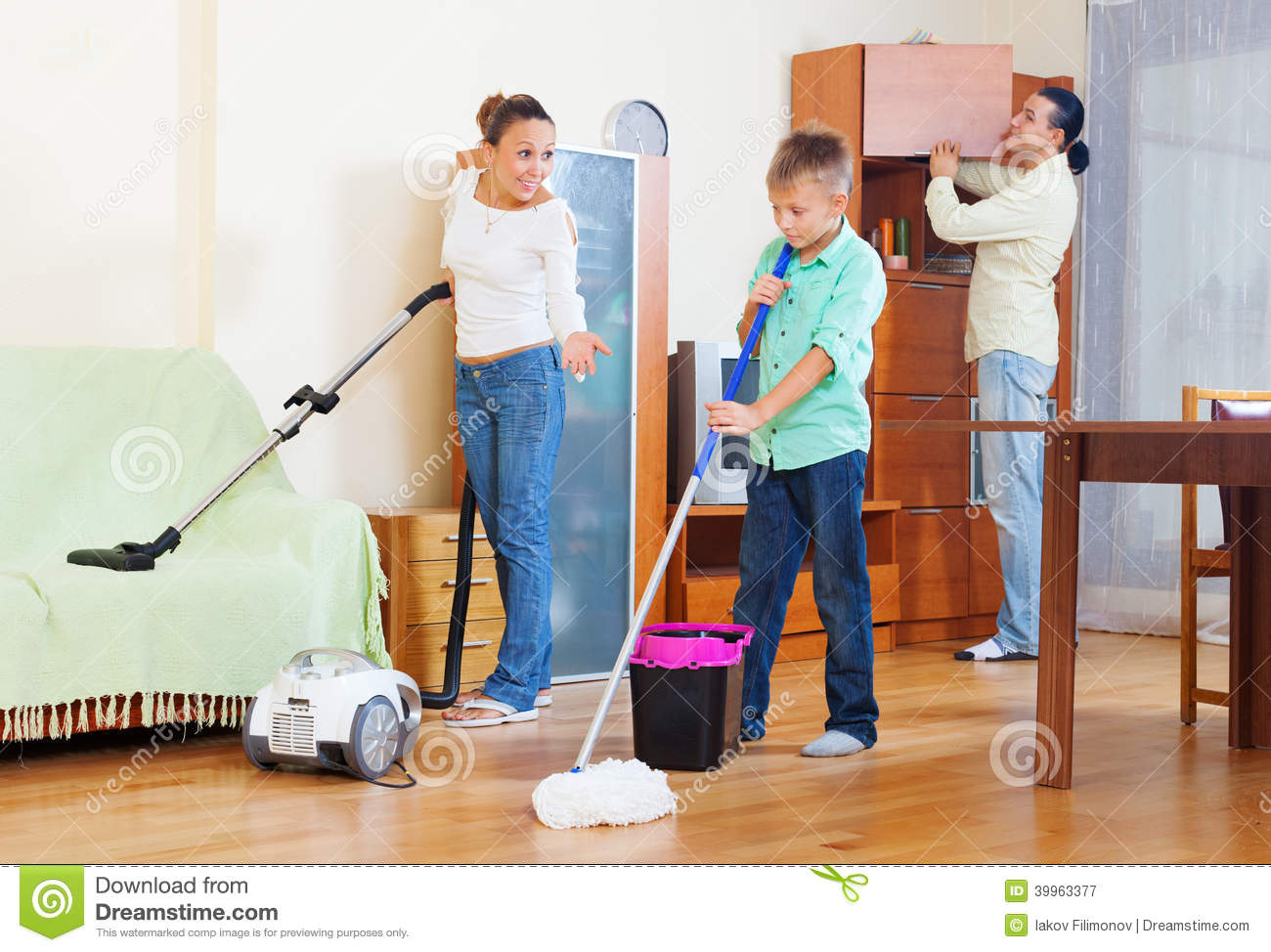 Juegos De Limpiar Casas Family Of Three With Teenager Doing Housework Stock Photo
