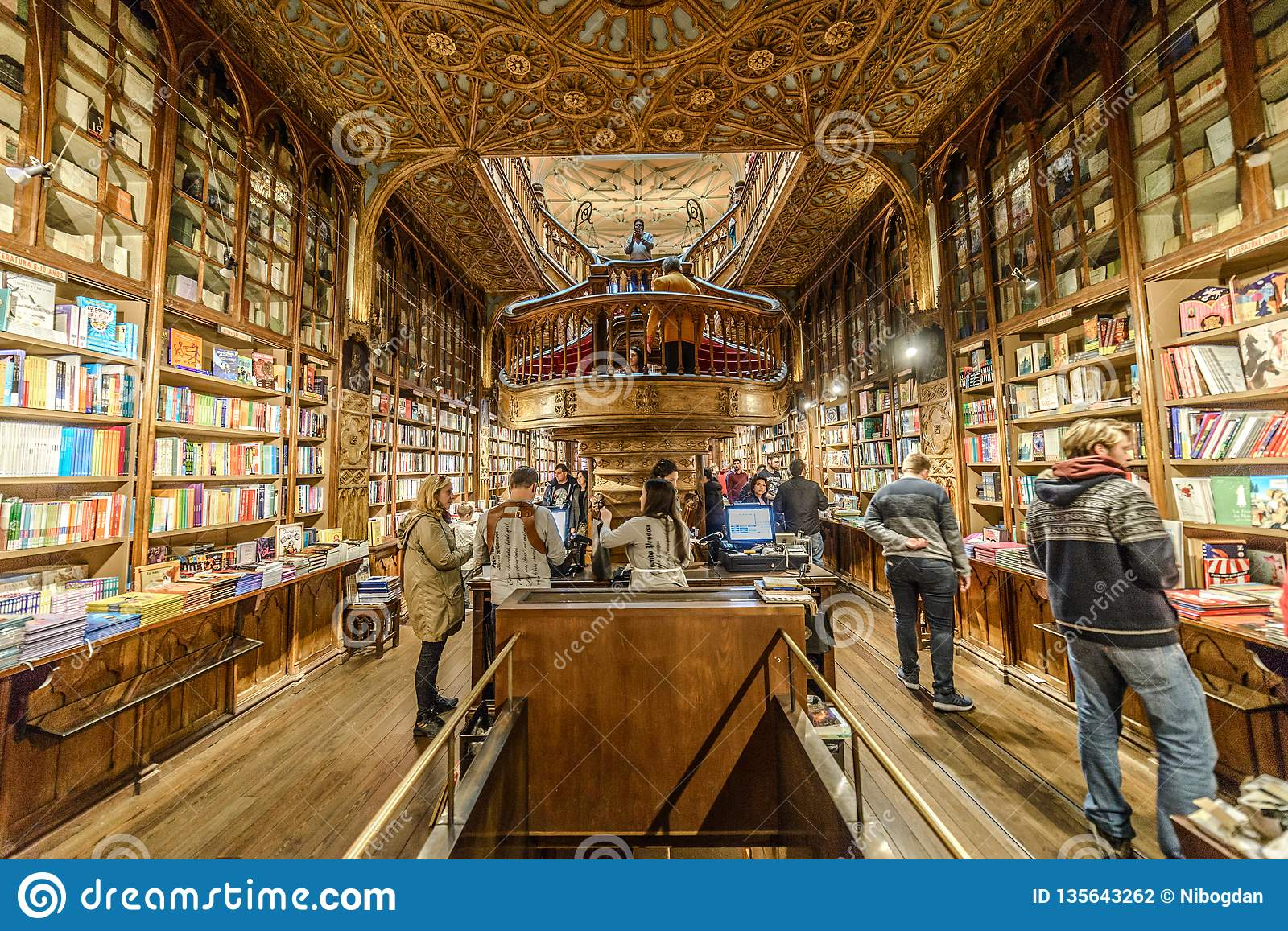 Librería Lello E Irmao Looking Inside Lello Library In Porto Portugal Editorial