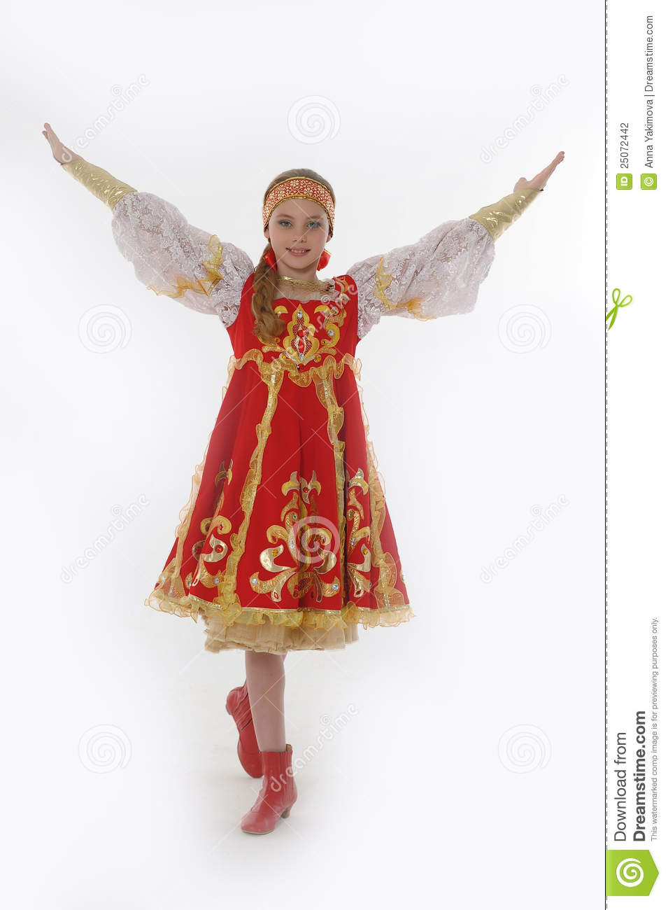 Tresse Enfant Fille Dans Le Costume Russe De Danse Photo Stock - Image