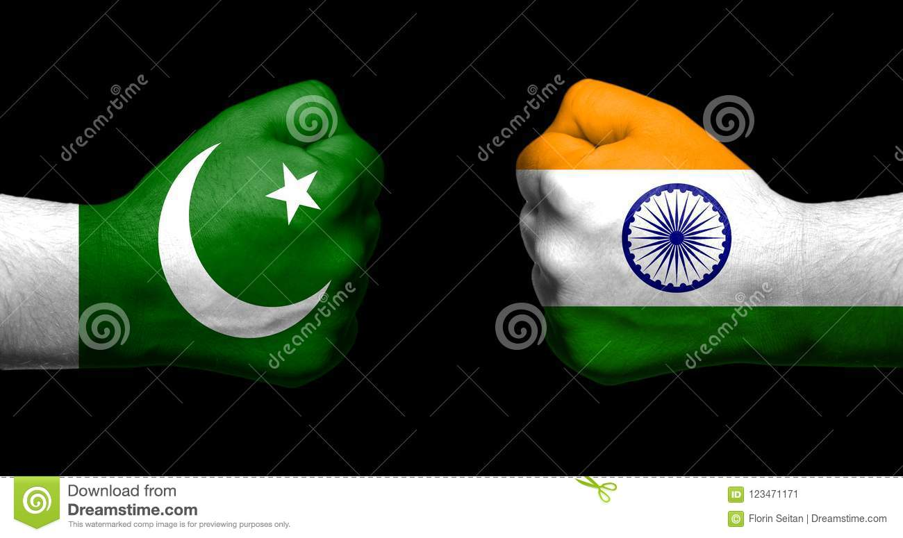 Drapeau India Flags Of India And Pakistan Painted On Two Clenched Fists Facing