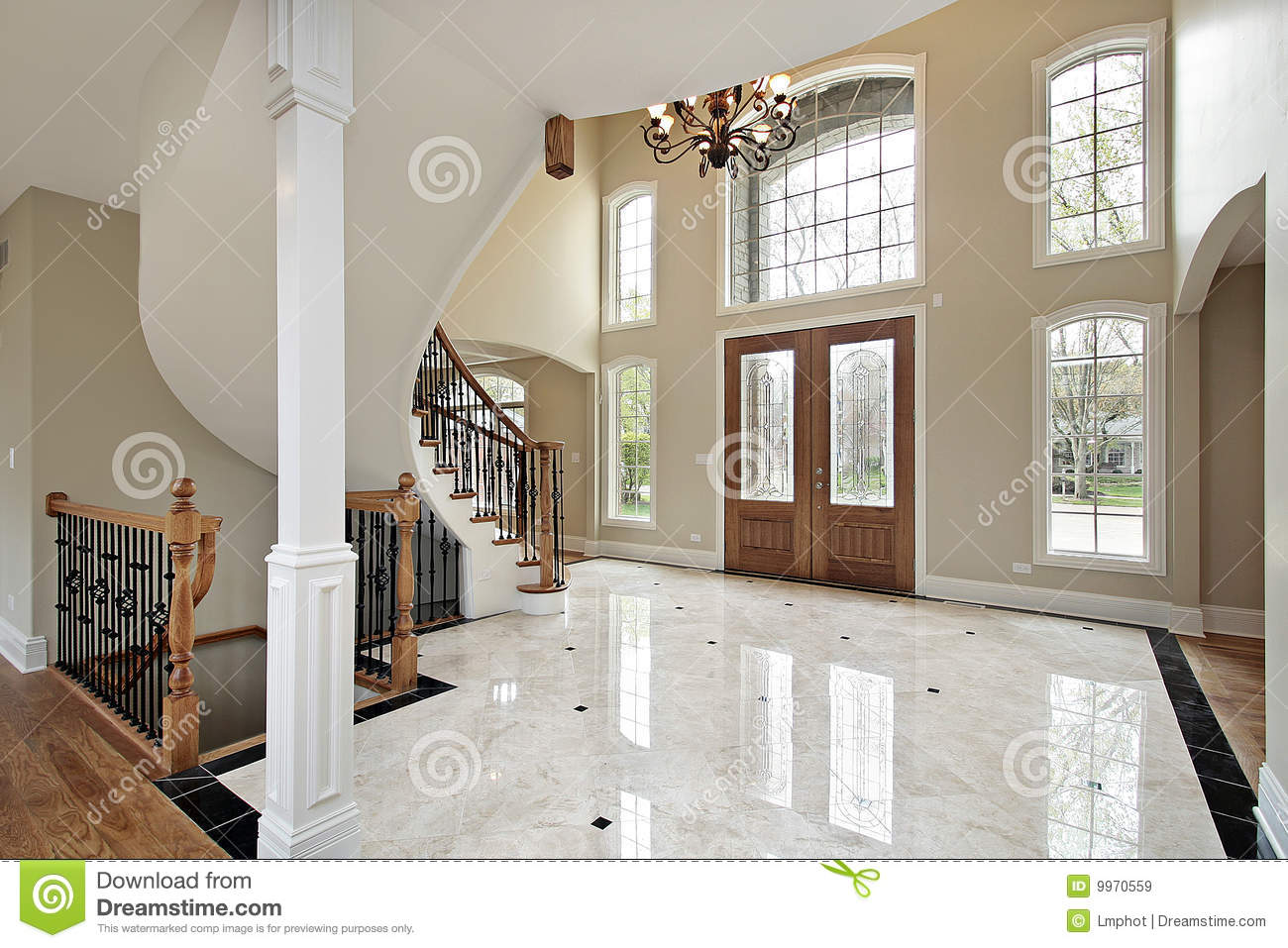 Family Room Chandelier Foyer And Circular Staircase Royalty Free Stock Images