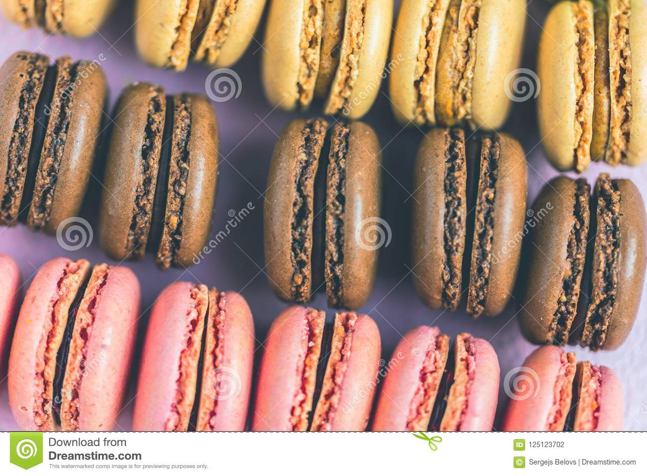 Marmorfliesen Rosa French Macaroons On The Rosa Marmor Background Stock Photo Image