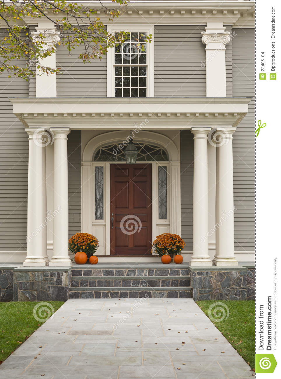 Exterieur Welcome Front Door With Front Porch And Pillars Stock Images