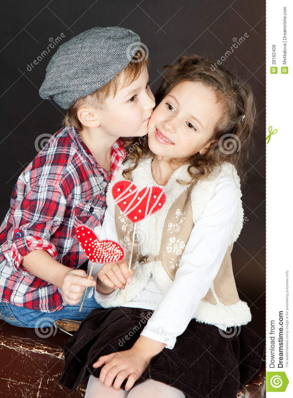 Girl Propose To Boy Wallpaper With Quotes Funny Little Couple In Love Royalty Free Stock Images