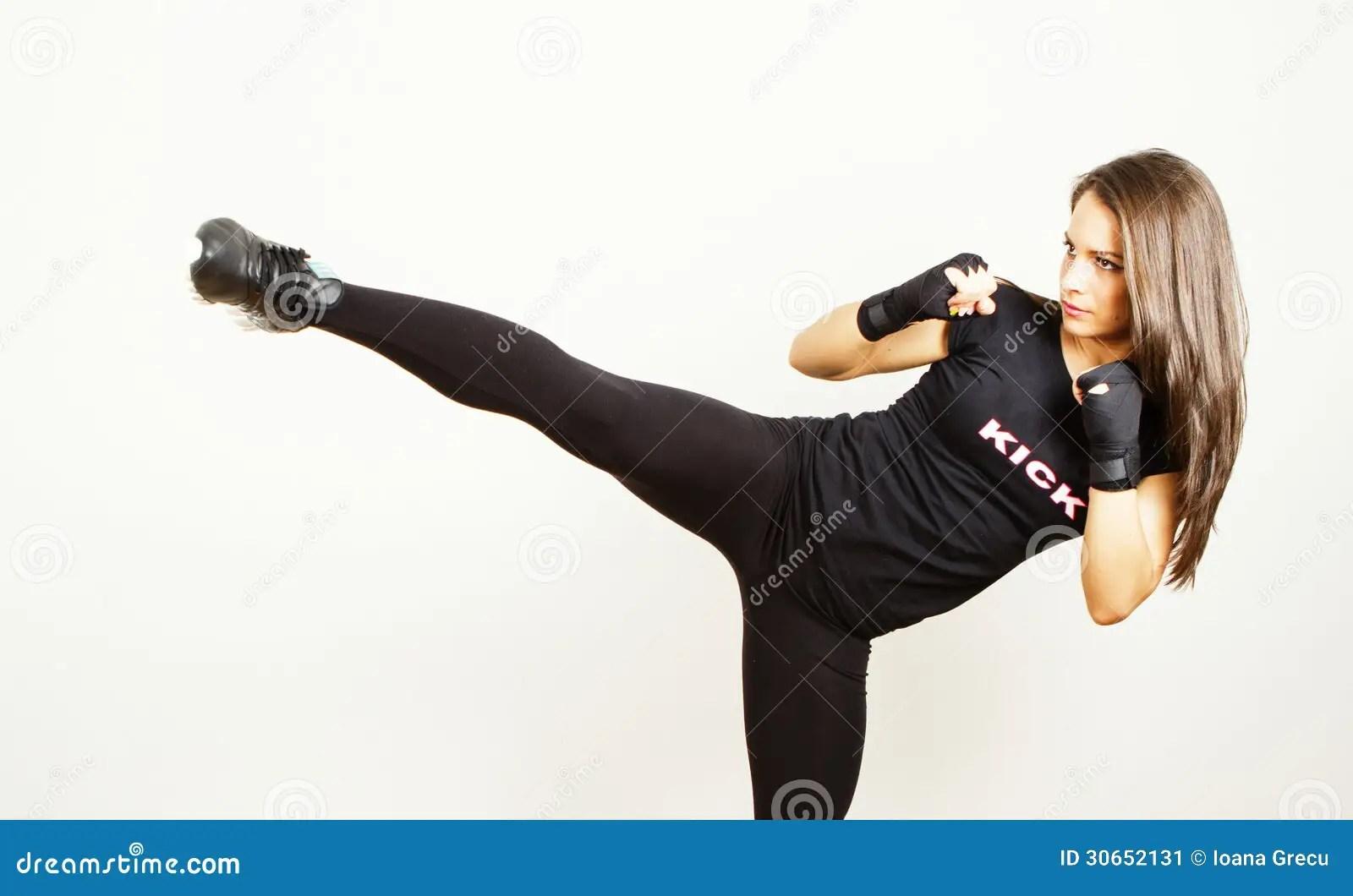 3d Kickboxing Wallpaper Giovane Donna Di Kick Boxing Immagine Stock Immagine