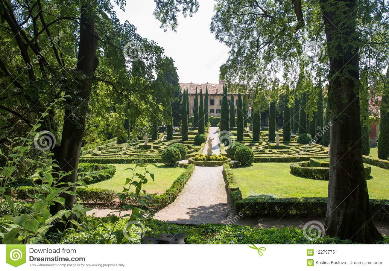 Giardino Italian Giusti Gardens Verona Italy Tall Cypress Trees And A Labyrinth