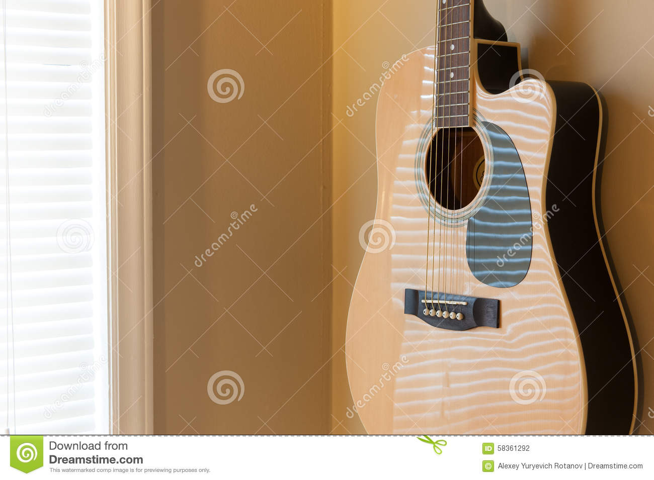 Guitare Acoustique Accrochant Sur Le Mur Photo Stock Image Du Guitare Accrochant 58361292
