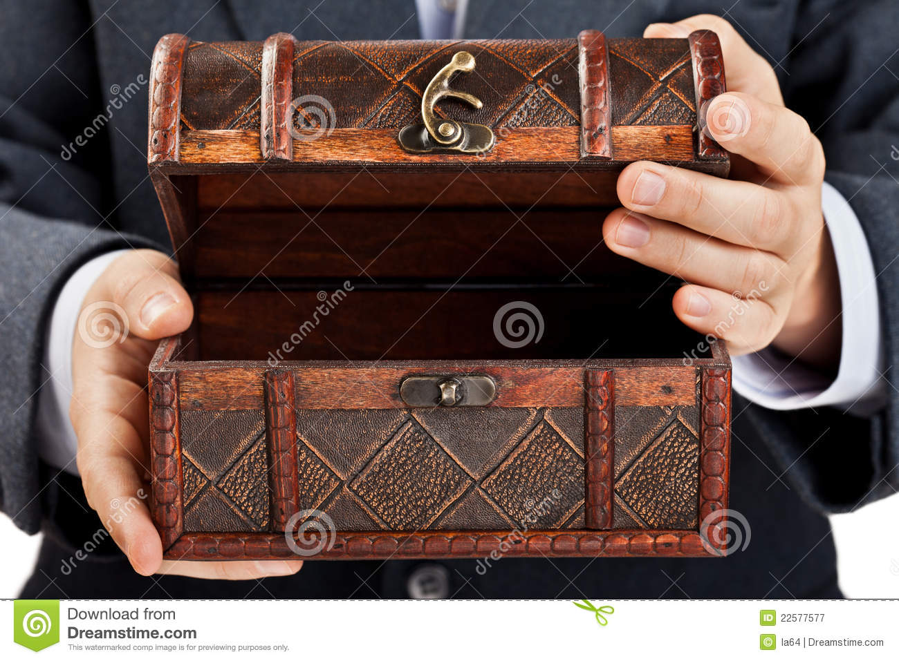 Truhe Antik Hand Holding Treasure Chest Stock Image - Image Of Holding
