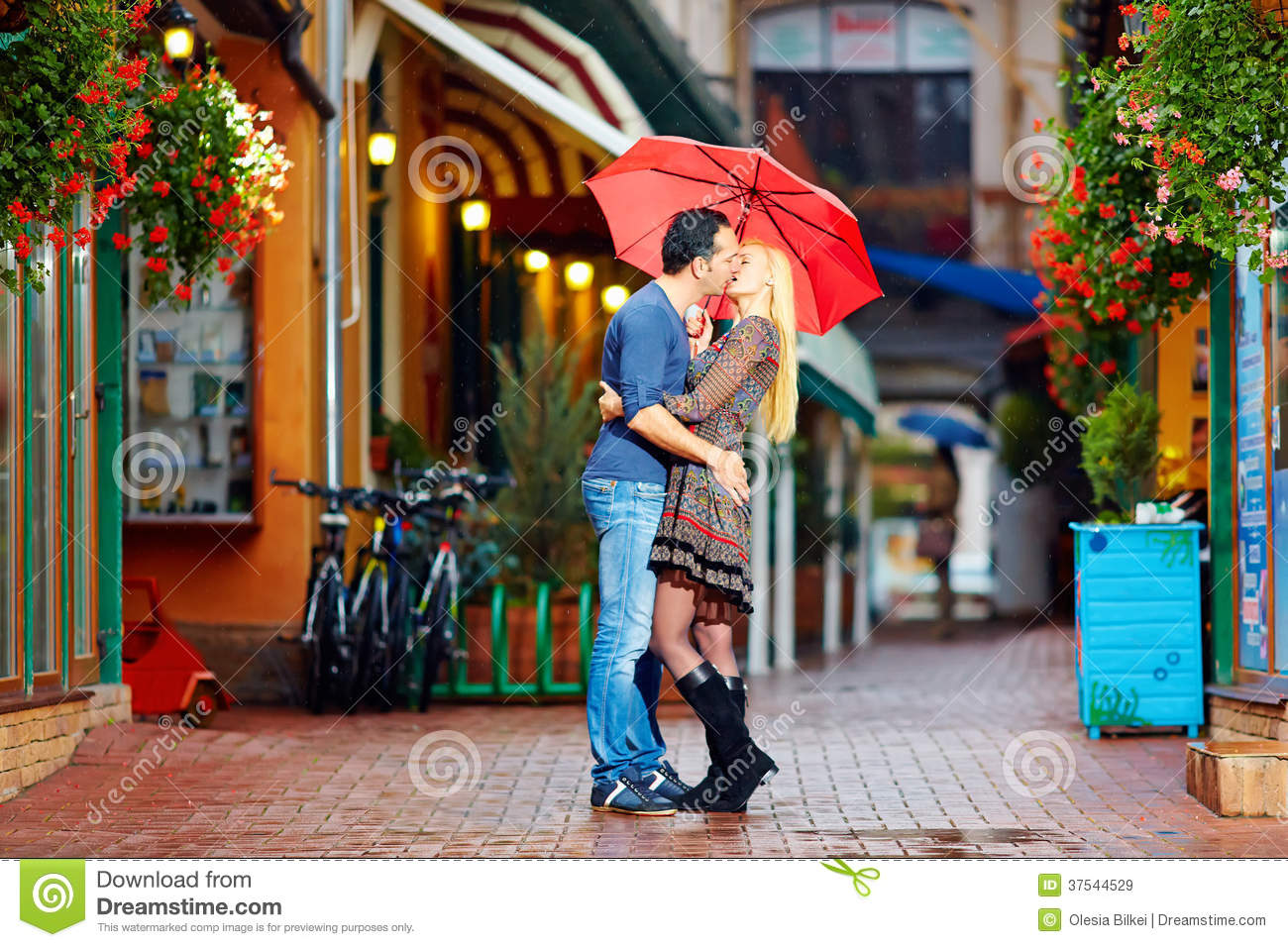 Rainy Wallpaper With Girl Happy Couple In Love Kissing On Rainy Street Royalty Free