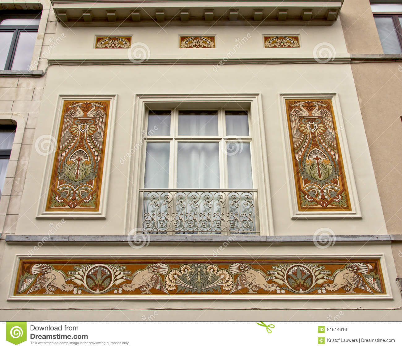 Décoration Art Nouveau House Facade With Art Nouveau Decoration Of Paradise Birds