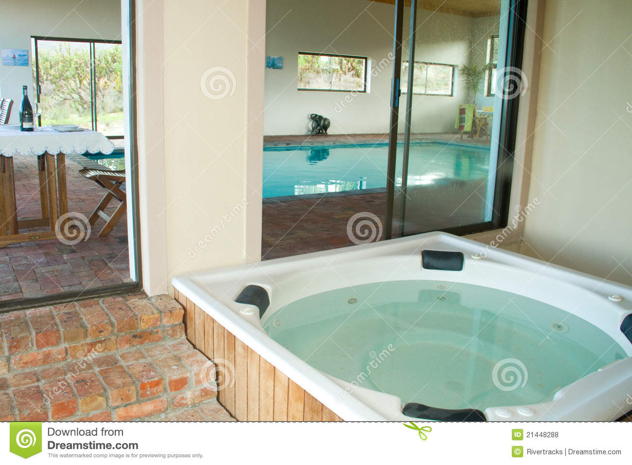 Jacuzzi Pool Utomhus Indoor Heated Swimming Pool And Jacuzzi Royalty Free Stock