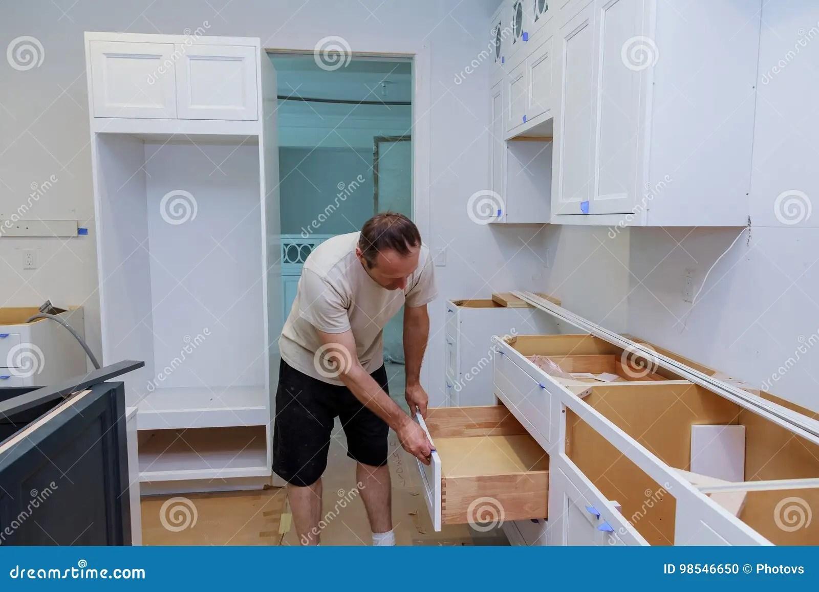 Türen Für Küchenschränke | Gelbe Türen Einbauschränke In Einem 70er ...