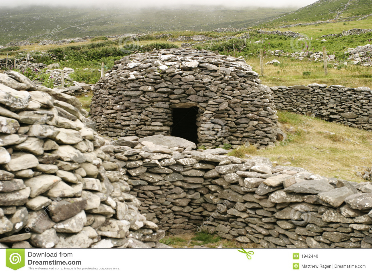 Irish Stone Houses Irish Beehive Stone House Stock Photo Image Of Dingle