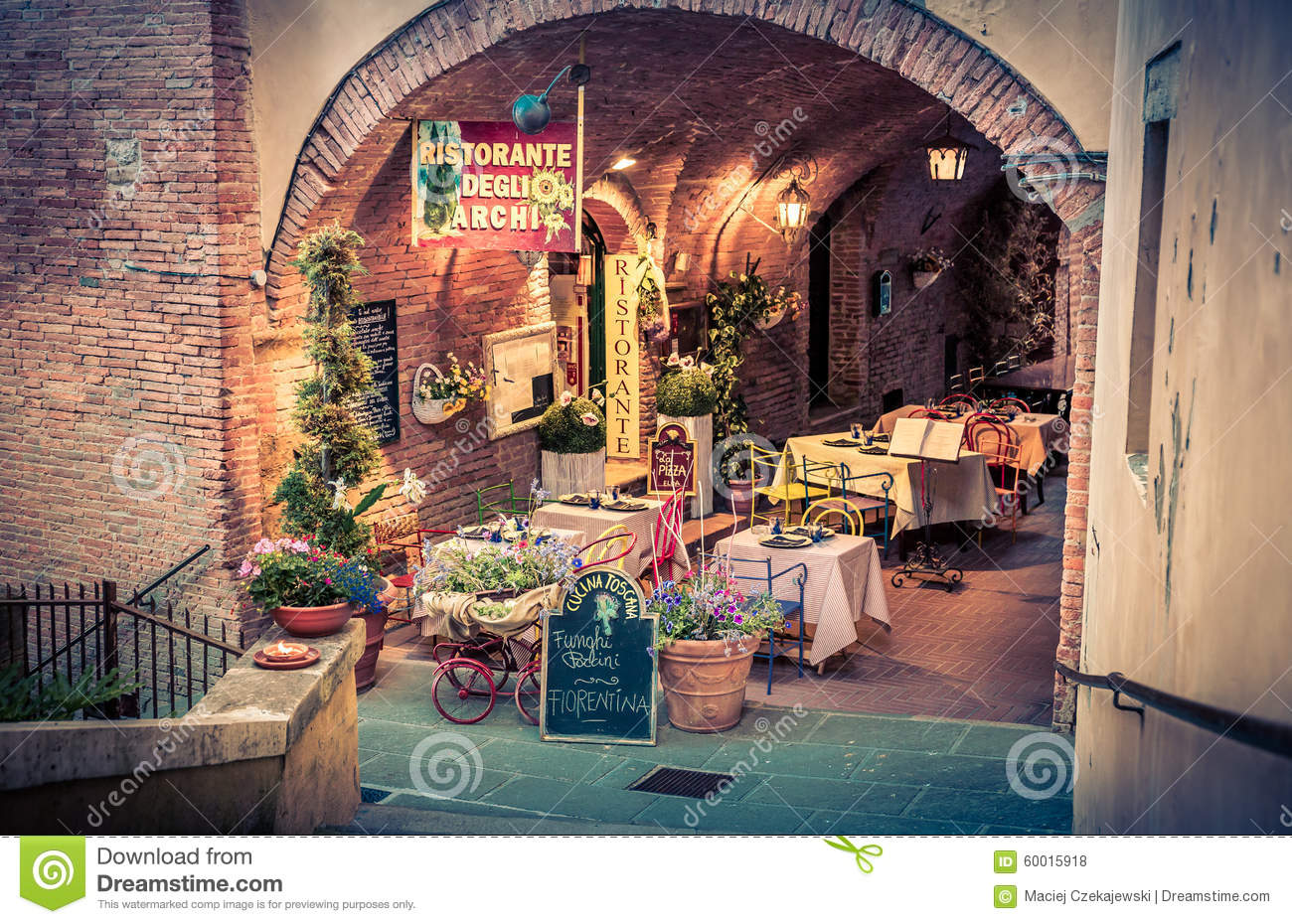 Decoration Restaurant Italien Italian Pizzeria In Tuscany Editorial Stock Photo Image