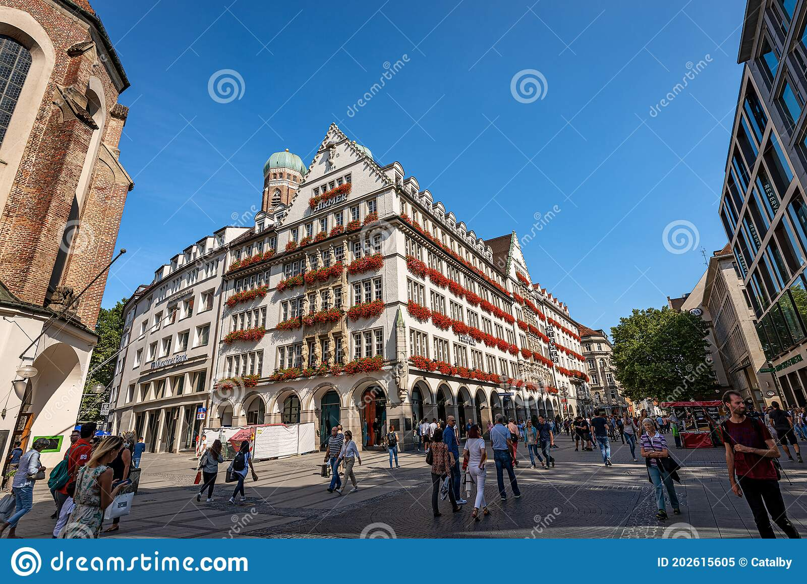 Kaufingerstrasse Shopping Street In Munich Downtown Germany Editorial Image Image Of Geranium Mall 202615605