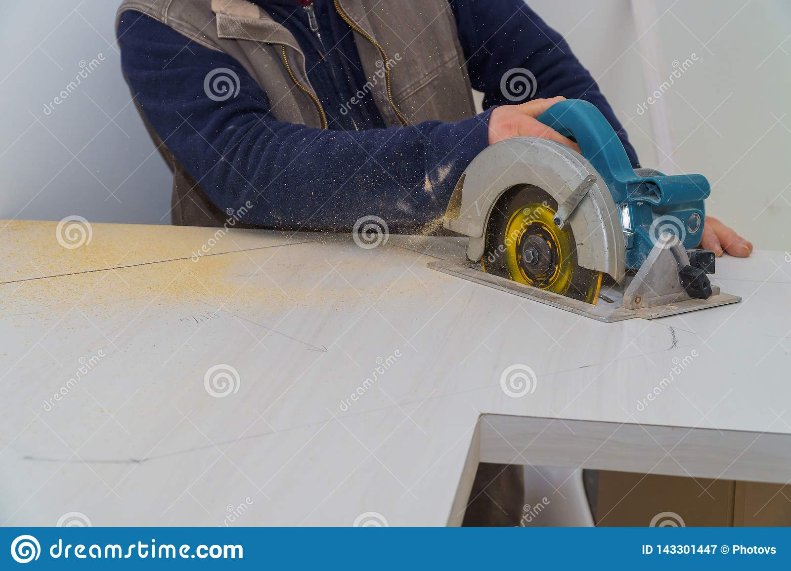 Contractor Using Electric Saw To Cut Through A Laminate Kitchen Formica Counter Top Focus On Saw Stock Image Image Of Measuring Countertop 143301447
