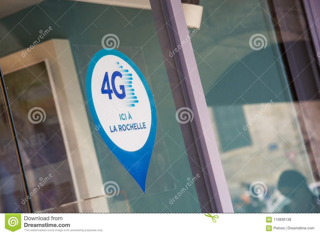 Ici Store A Sign Signaling A 4g Network Is Available Here On A Store