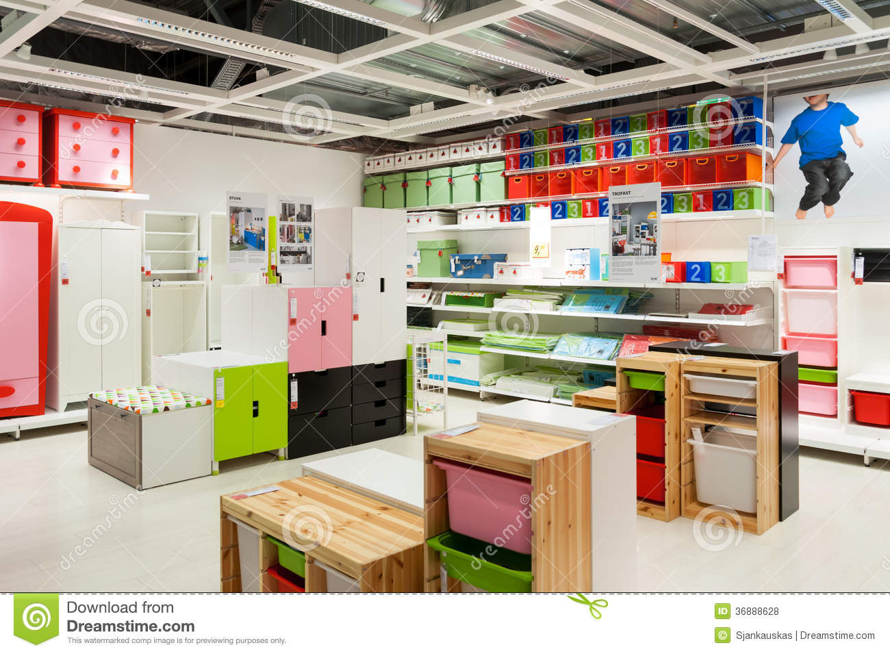 Magasin De Meuble Ikea Le Magasin De Meubles D 39ikea Badine La Zone Photo Stock