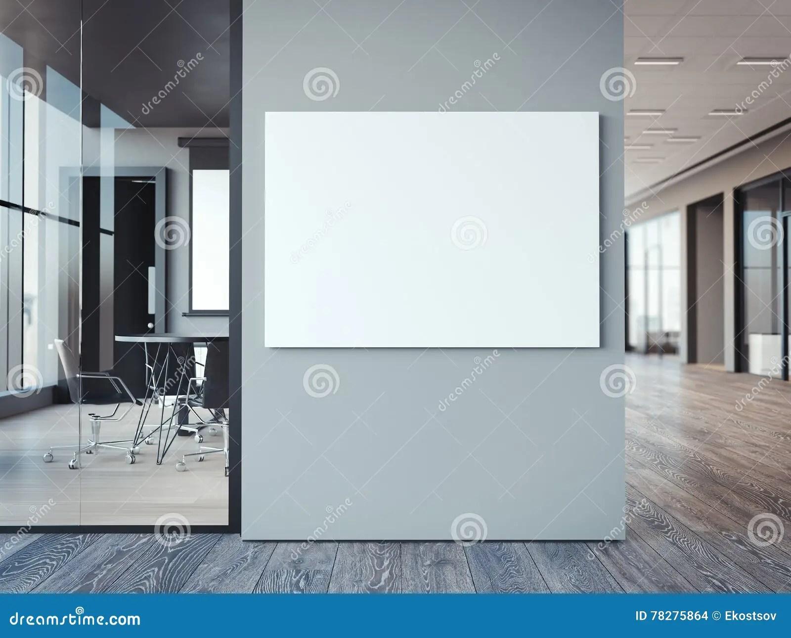 Badkamer grijze muur antraciet vloertegels in woonkamer en badkamer