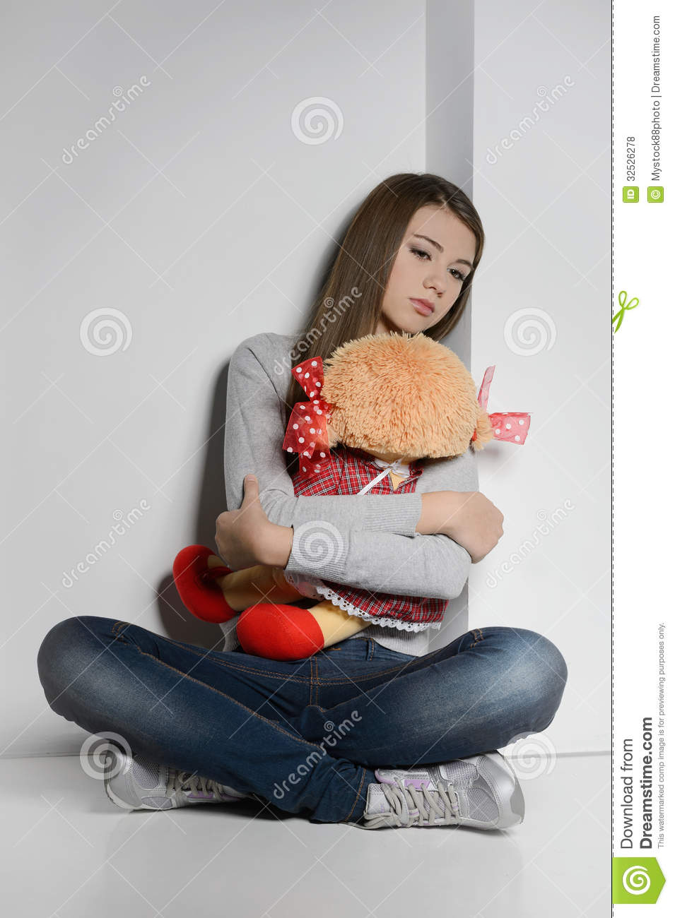 A Girl Sitting Alone Wallpapers Lonely Teenage Girl Sad Teenage Girl Sitting On The Floor