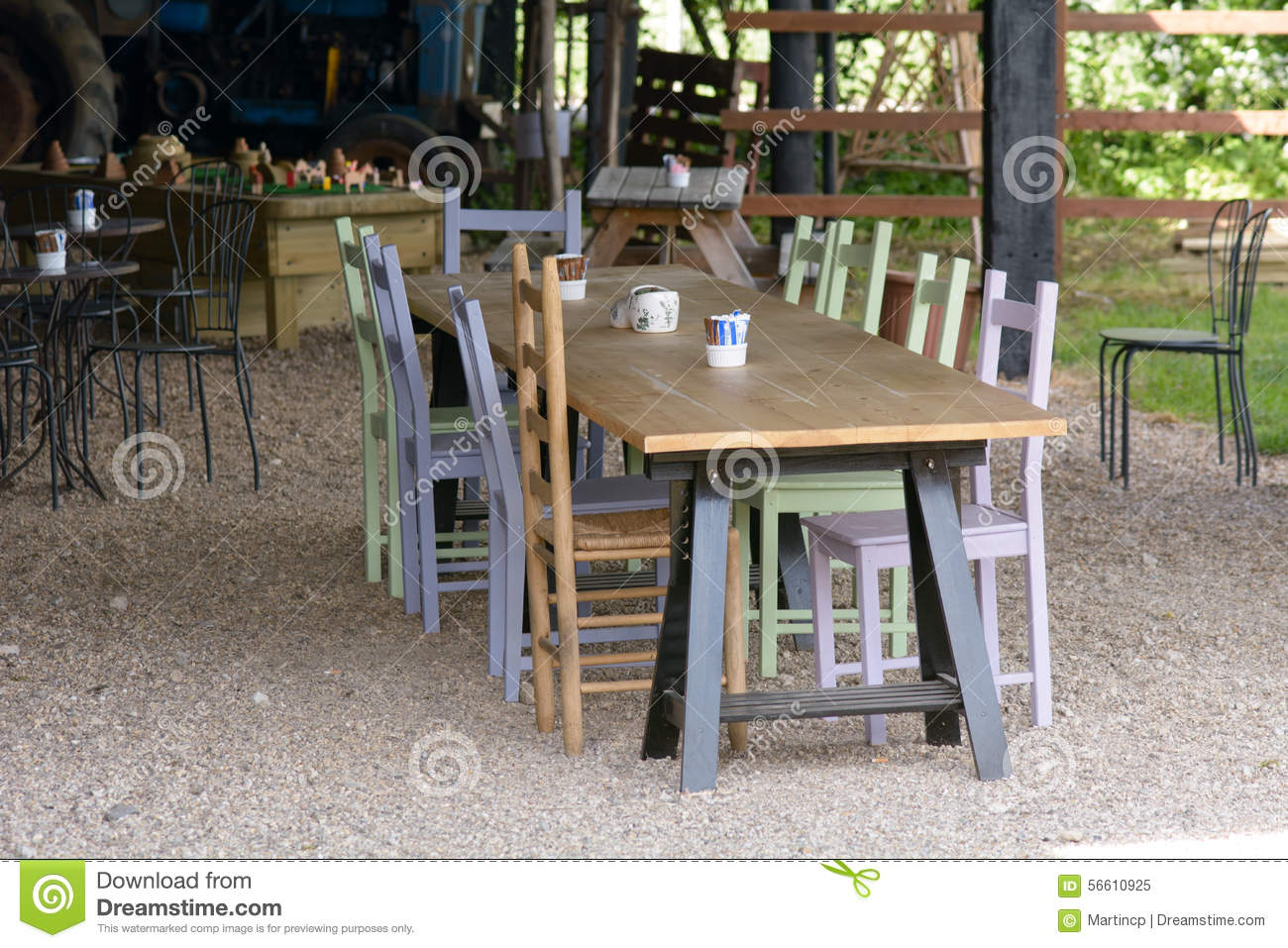 Longue Table En Bois Longue Table En Bois En Café Image Stock Image Du Wooden Table