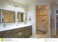 Master Bathroom Design With Double Vanity And Walk-in ...
