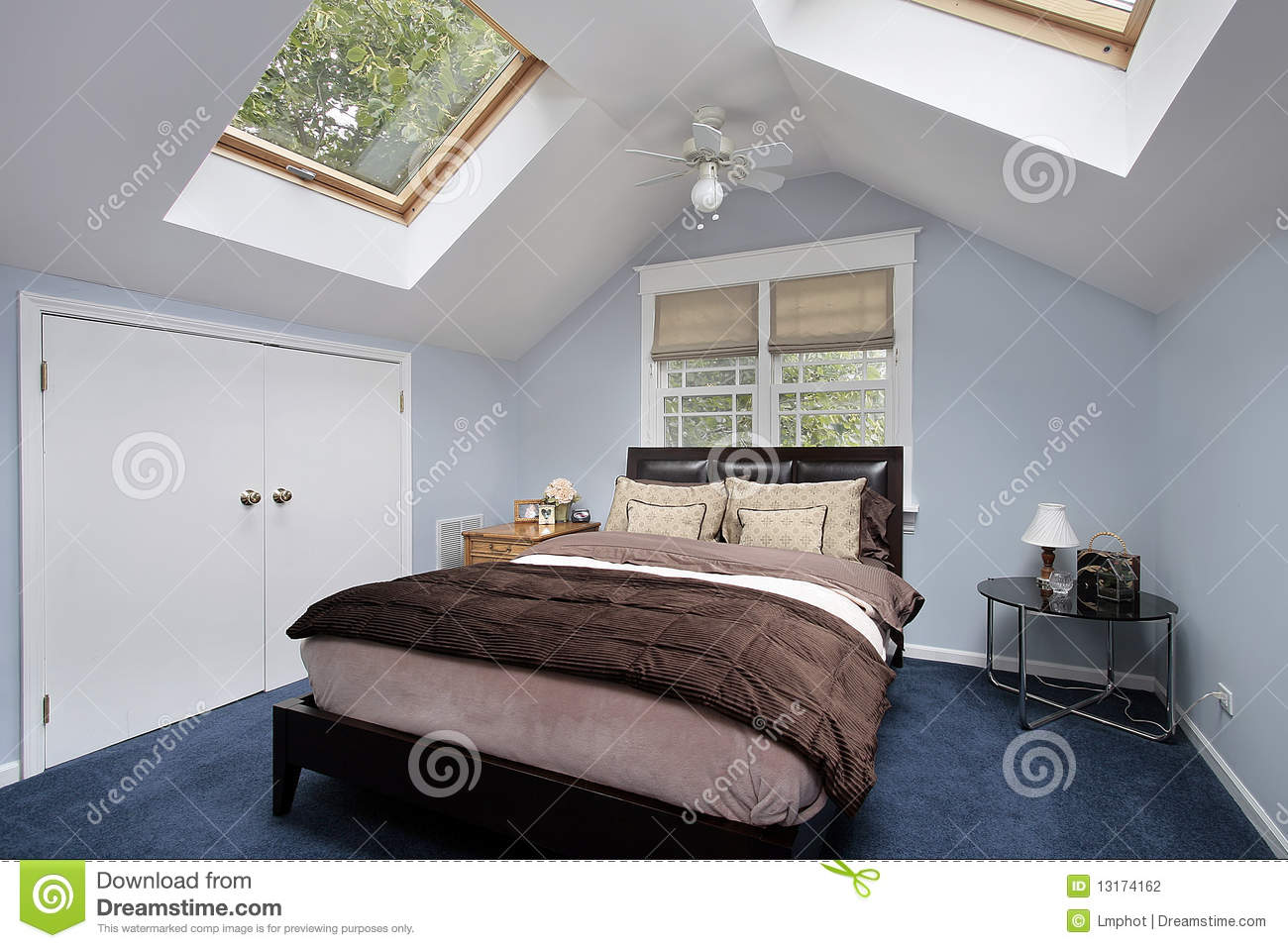 Lucernario En Ingles Master Bedroom With Skylights Stock Photo Image Of
